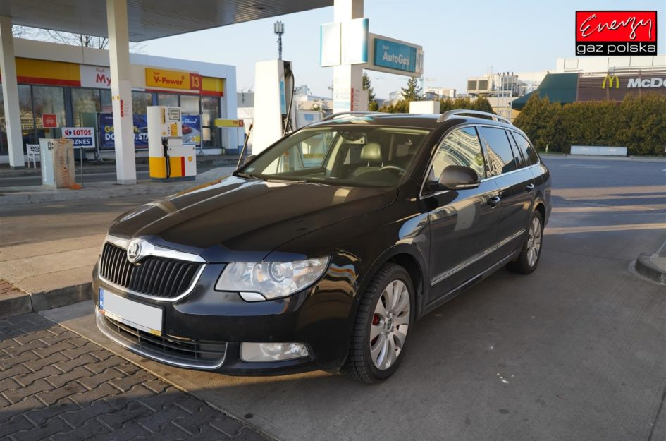 SKODA SUPERB 3.6 260KM 2011R LPG