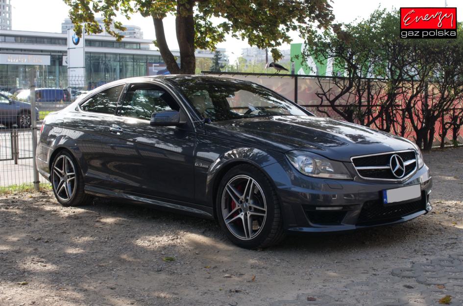 Mercedes W204 6.2 457KM 2012R